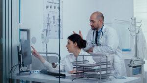 Связана ли интравезикальная протрузия предстательной железы с дополнительными осложнениями у пациентов с ДГПЖ?